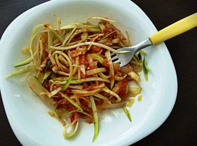 Sirove špagete sa paradajzom i maslinama
