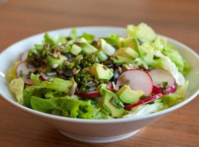 Prolećna salata sa mladim lukom